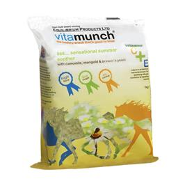 Equilibrium Vitamunch is a forage based snack block, containing the highest quality Timothy grass, vitamins, minerals & herbs. As it is high in fibre, but low in sugar, with no cereal, it can even be fed to overweight or laminitis prone horses & ponies.